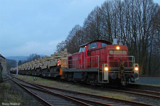 Viel Mühe hatte die Saarbrücker 294 838 mit dem ca. 800 Tonnen schweren M 62511 auf dem Abschnitt Ottweiler - Schwarzerden, aber um kurz nach acht war das Ziel erreicht.