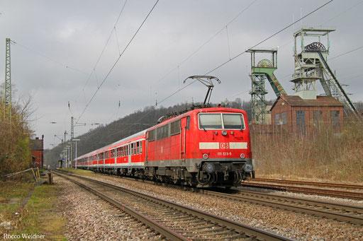 111 133 (schiebend) mit RC 38696 Mannheim Hbf - Völklingen (Sdl. Fußballsonderzug), Luisenthal(Saar) 26.03.2016