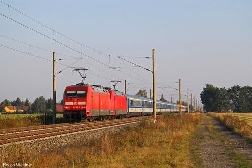 DT 101 129 + 101 142 mit EC 171 Berlin-Wannsee - Praha hl.n./CZE, Schmerkendorf 13.09.2016