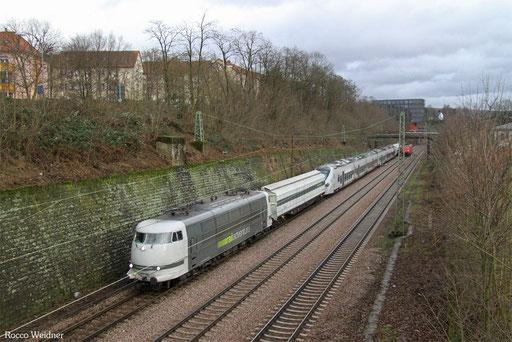 103 222 mit DbZ 91886 (Decin/CZ) Fulda Gbf - Völklingen (Sdl. Alstom Triebwagen für Algerien), Saarbrücken 30.12.2017