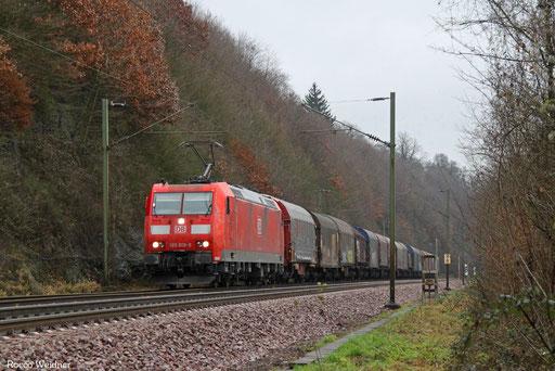 185 018 mit EZ 50842 Saarbrücken Rbf West - Hagen-Vorhalle (Sdl. Frachten), Völklingen Heidstock 21.12.2017