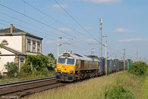 Nächste Ziel war Mommenheim, geplant war eine BB25500 vor dem ehemaligen Bahnhofsgebäude aufzunehmen. Als aber der ECR Diesel der Reihe 77 mit einem unit45-Containerzug auf dem Gegengleis Richtung Hochfelden Ausfuhr war klar das wird wohl nichts werden da