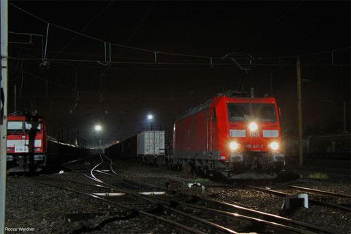 185 021 mit KT 44424 Duisburg-Ruhrort Hafen - Forbach/F (Barcelona Centr) (Sdl.KV), 25.11.2017