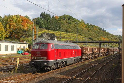 215 086 mit VTG Falls , die am 17.10.13 zur Verschrottung nach Duisburg Ruhort Hafen gehen, Linz am Rhein 15.03.2013