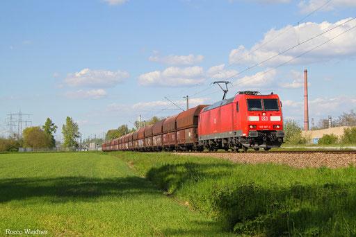 185 187 mit GM 62643 Karlsruhe-Rheinbrücke Raffinerien - Dillingen Hochofen Hütte (Sdl. Petrolkoks in Fal), 04.05.2016