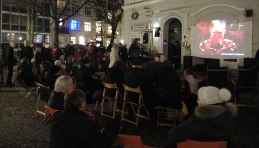 Kino auf dem Platz ohne Namen