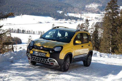 Fiat Panda Cross wird Auto des Jahres in der Kategorie Allrad-Crossover. Erhältlich bei Autohaus Strasser in Rosenheim