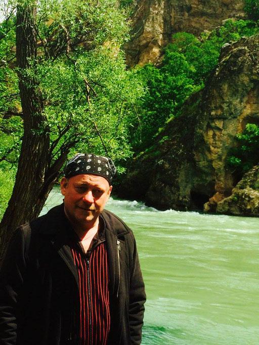 Der Autor vor dem Munzur. Foto: M. Akbal