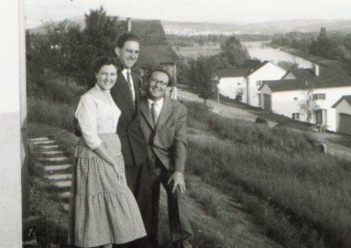 Angelina Leutwiler, Toni Leutwiler und Musikverleger Hans Wewerka in Oetwil a.d. Limmat