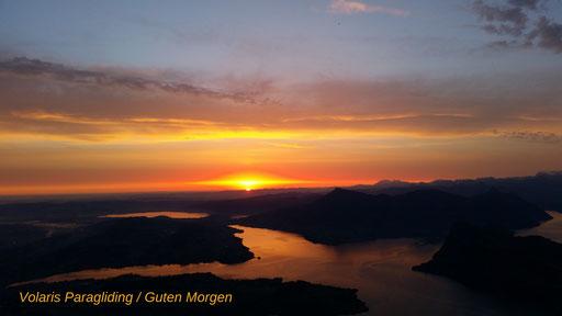 Blick vom Esel/Pilatus in die Morgensonne und Flug in den neuen Tag.