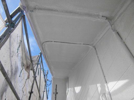 軒裏天井/高圧洗浄、養生、下塗り塗装