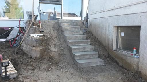 Treppenaufgang mit Beton-Blockstufen
