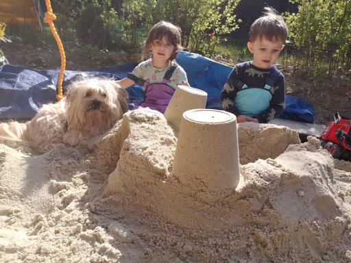 ... wir bauen eine Sandburg ... 5,4J