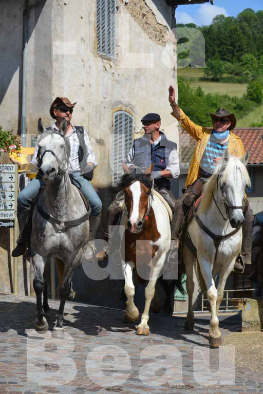 La Route Du Beaujolais 2015 - dimanche 24 mai 2015 - parcours et arrivée place d'un village - 54