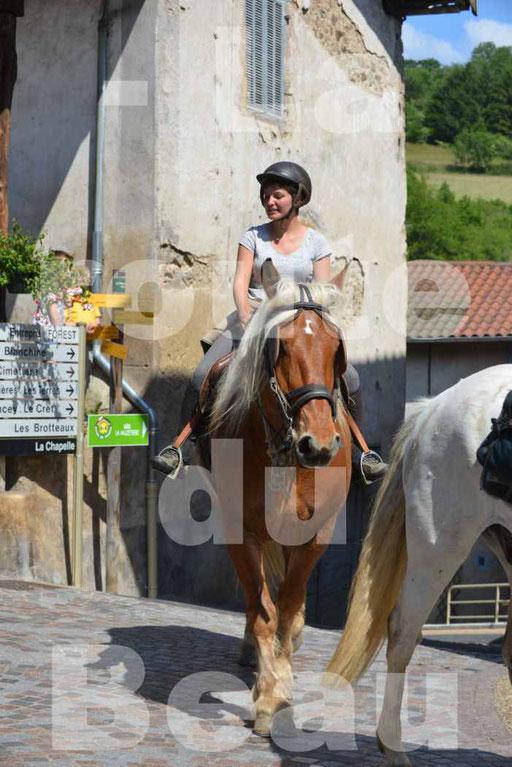 La Route Du Beaujolais 2015 - dimanche 24 mai 2015 - parcours et arrivée place d'un village - 57