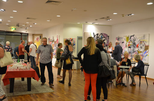 It was a very well-attended exhibition opening. photo: Nicole Ponesch©