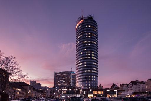 stimmungsvolle Architekturfotos zur blauen Stunde