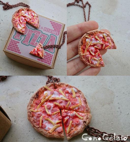 Coppia di collane, pizza realistica commissionata per un compleanno :3 con mini mini patatine e wurstel - 15*