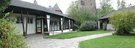 Dies ist der Innenhof in Richtung Hexenturm. Unser Hausmeister Herr Linke hat den Schlüssel zum Hexenturm.