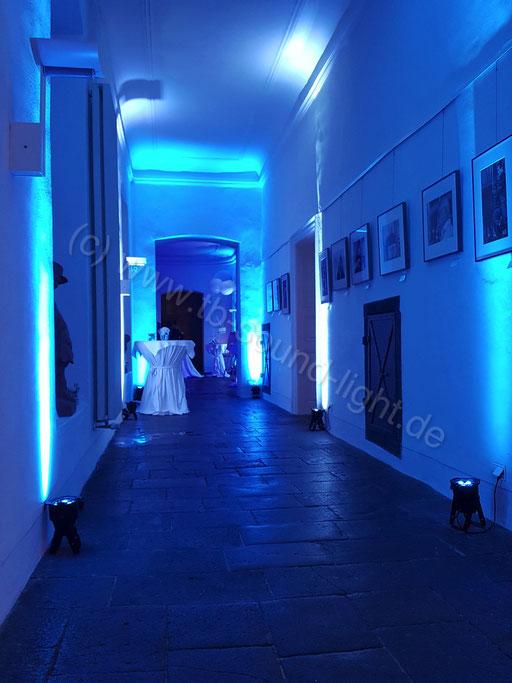 Hochzeits DJ Neuwied im Schloss Engers - mehr als 16 LED Floorspots in den Gängen & Foyer