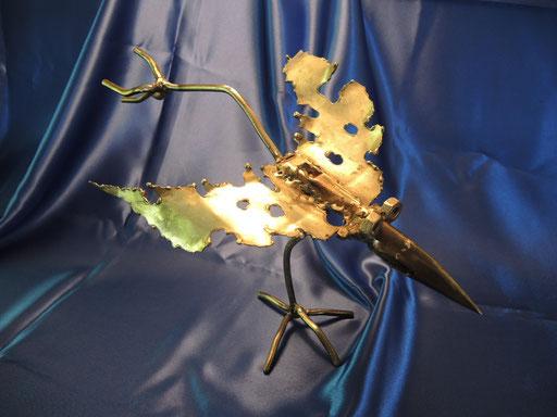 der Stahlvogel ist aus Schrotteilen geschweißt.