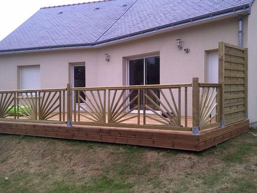 Terrasse en pin et barrière de sécurité