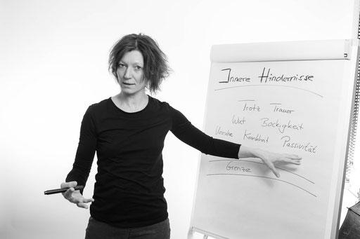 Corinna Setzer, Persönlichkeitsentwicklung