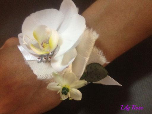 bracelet floral pour demoiselle d'honneur ou témoin