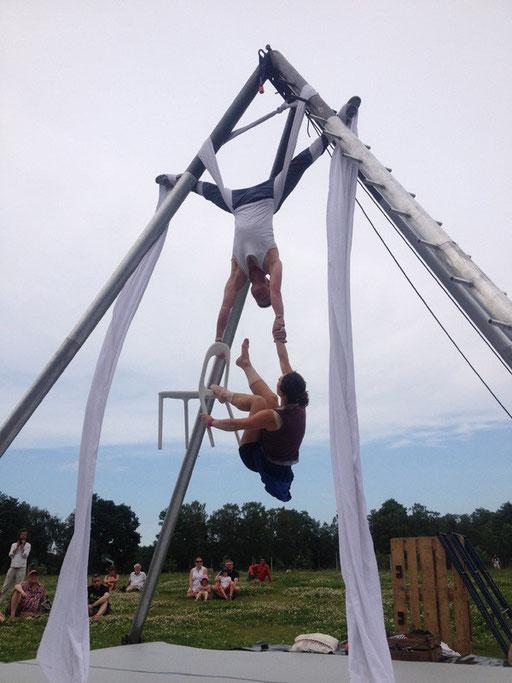 fullstop acrobatic theatre