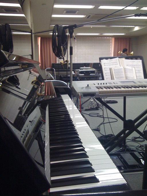 アップライトピアノでも場合によっては、デジピよりも良いので、キーボードと組み合わせてのレコーディング!