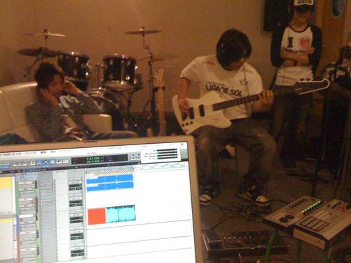 バンドメンバーさんのご要望で、使い慣れた機材を持ち込み、こちらの機材と組み合わせてのレコーディング。
