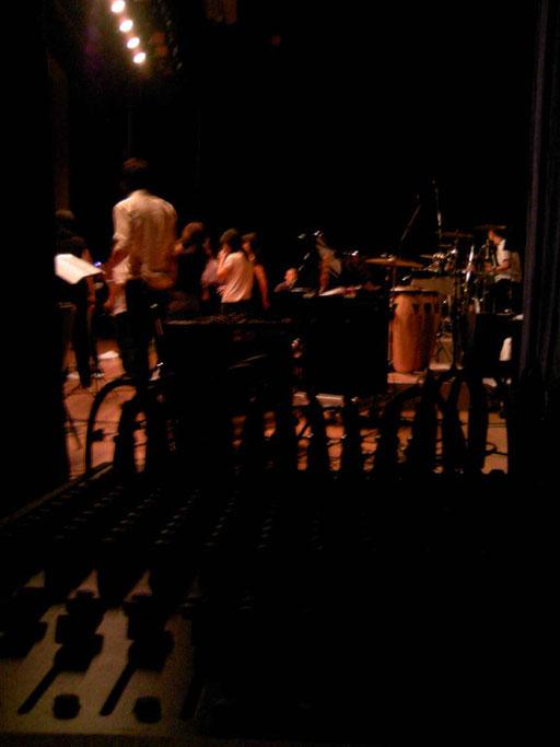 舞台袖も、出張レコーディングの現場なのです。