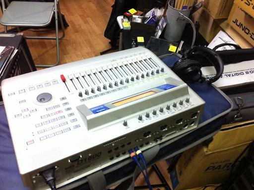 トラックダウンのご依頼。お客様が自宅で多重録音した音を、店頭にご持参いただき、プロツールスシステムに吸い上げます。