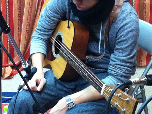 アコースティックギターの録音、聴く人の心に届くような音を録音!