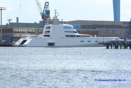 Mega-Yacht in Kiel 2008