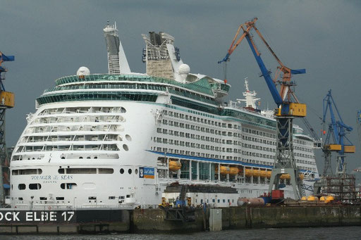 Voyager of the Seas in Hamburg 2009