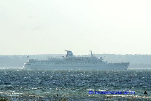 Ozean Monarch verlässt die Kielerförde