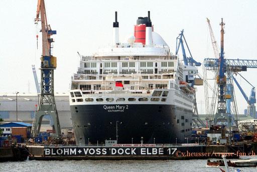 Queen Mary 2 in Hamburg 2006