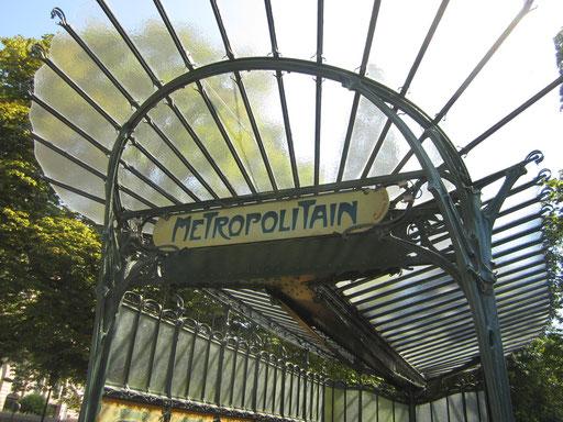 アールヌボーの地下鉄、パリですね。