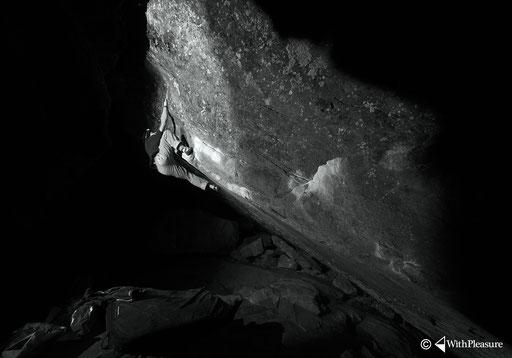 Ramun greift in der Silversternacht nach dem nächsten Griff und Jahr - Magic Wood/Avers