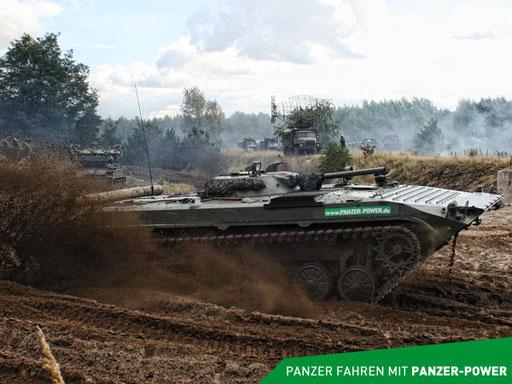 BMP-1 Schützenpanzer in voller Fahrt