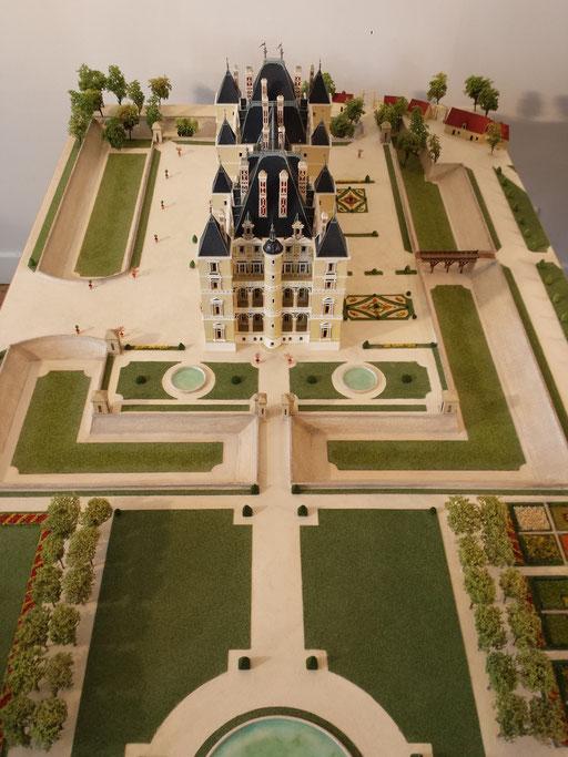 Reconstitution du Château de Boulogne Dit de Madrid Réalisation Hervé Arnoul 1/200e 1300 heures.