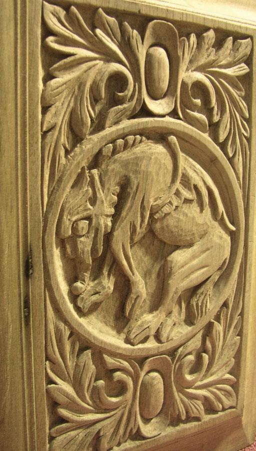 """Bas relief sur une porte """"Griffon"""""""