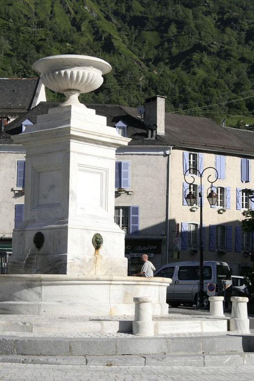 La fontaine de Laruns - www.le-refuge-des-marmottes.com