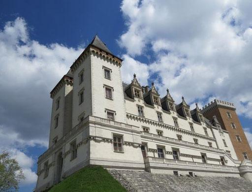 Le château de Pau à 45 min - www.le-refuge-des-marmottes.com