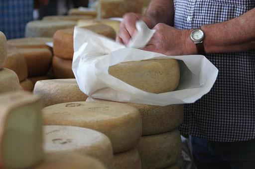 Foire au fromage de Laruns - www.le-refuge-des-marmottes.com