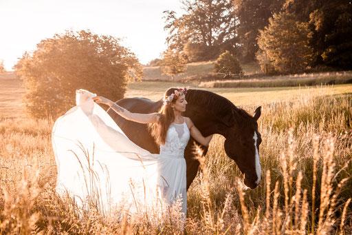 Kleid mit Pferd