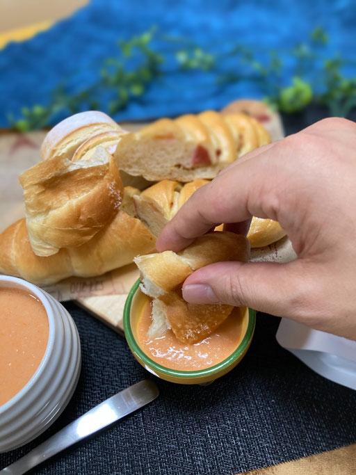 パン各種にディップ