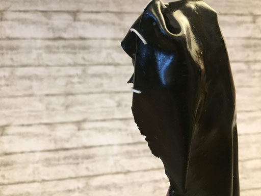 The Hidden I - 04/2019 - 23x8x8 cm - ofenhärtender Ton, Eisenstativ, Backstein
