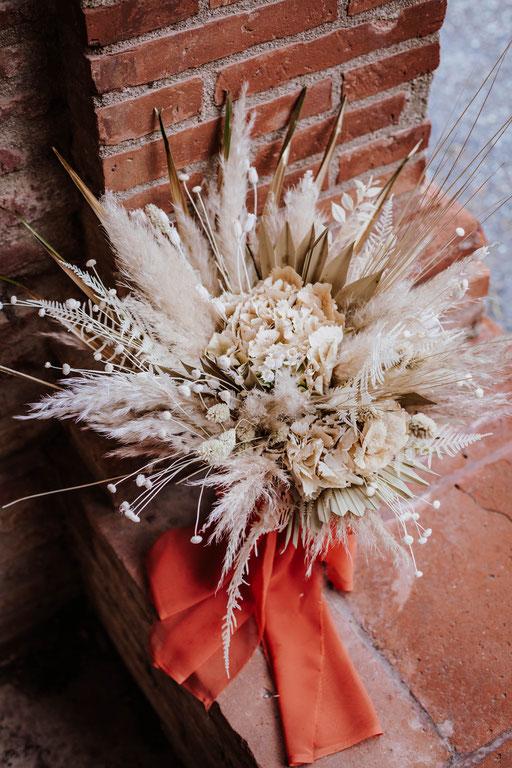 Bouquet de mariée en fleurs séchées.